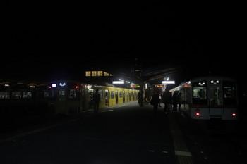 2017年12月3日 22時8分ころ、西武秩父、左から10102Fの「ちちぶ92号」・2085Fの快急 池袋ゆき・4000系4+4連の各停 飯能ゆき。