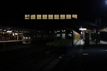 2017年12月3日 22時29分ころ、西武秩父、10111Fの下り回送列車と2063Fの各停 池袋ゆき。