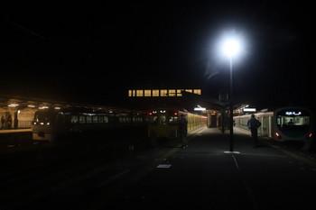 2017年12月3日 22時46分、西武秩父、左から到着する10107Fの「むさし41号」・2063Fの各停 池袋ゆき・38112Fの各停 所沢ゆき。