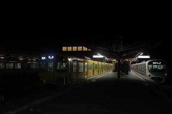 2017年12月3日 23時7分ころ、西武秩父、2本の各停 所沢ゆき。発車した38112F(右)と2087F。