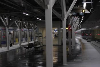 2018年1月22日 20時22分ころ、所沢、3703レを待たせて発車した10011Fの下り特急列車(むさし29号)。