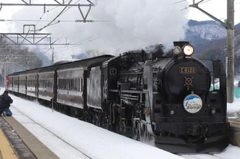 2018年12月1日、上牧、C61-20牽引の快速列車。