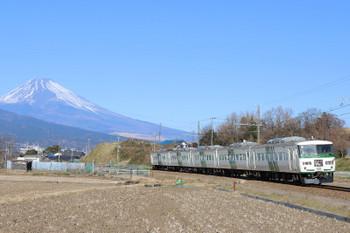 2018年1月3日、大場~三島二日町、JR・185系の4025レ。