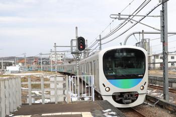 2018年1月28日 11時19分ころ、東飯能、到着する2本目の上り臨時は38110F。先頭車はかなりの混雑とお見受けします。。駅伝区間の駅の改札口は、武蔵横手駅だけが秩父方、ほかはすべて飯能方です。