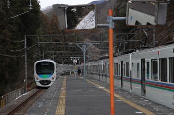 2018年1月28日 10時23分ころ、西吾野、1番ホームから発車した38110Fの下り回送列車。右は4017F+4015Fの5022レ。
