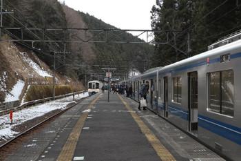 2018年1月28日 10時40分ころ、西吾野、芦ケ久保から回送されてきた20153F(右)の飯能ゆき臨時列車と(<-飯能)4005F+4023Fの5017レ。