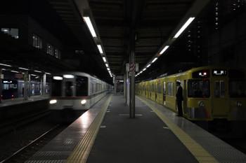 2018年2月25日 17時57分ころ、ひばりヶ丘、2063Fの5317レの横を通過する4005F+4003Fの下り回送列車。