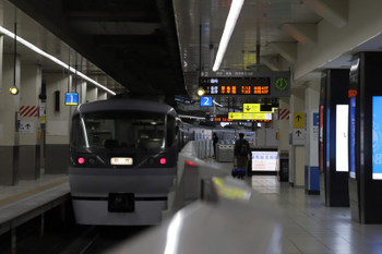 2018年3月25日 6時59分ころ、池袋、1・2番ホームから発車した10109Fの臨時列車。