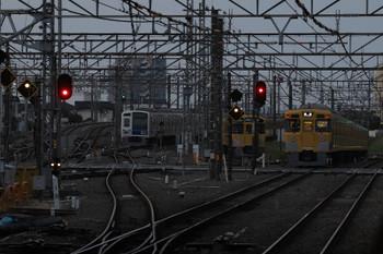 2018年4月1日 5時30分ころ、所沢、右から2031Fの上り回送列車、留置中の2063F・6158F(LAIMO)。