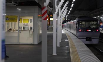 2018年4月2日、所沢、発車した10109Fの33レ。