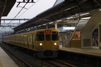 2018年4月4日 5時30分ころ、所沢、2番ホームを通過する2021Fの上り回送列車。