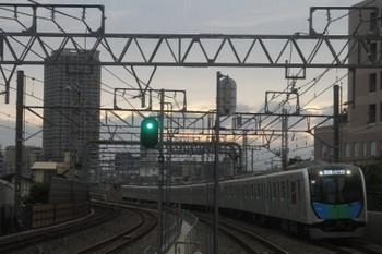 2017年6月25日、練馬高野台、通過する40102FのS-Train・404レ。