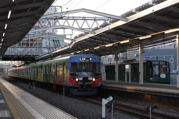 2018年4月9日、清瀬、20158Fの5107レと4番ホームに留置の東急5122F。