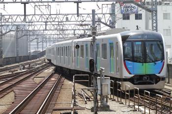 2017年5月21日 11時25分ころ、武蔵小杉、東横線上りホームから目黒線・下り線へ折り返す西武40101Fの回送列車。