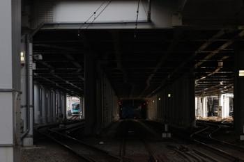 2017年6月11日 16時27分ころ、元住吉、元町・中華街へ発車した西武40101Fの下り回送列車。高架上の本線へ上がっていきます。左手奥が日中留置されていた場所です。