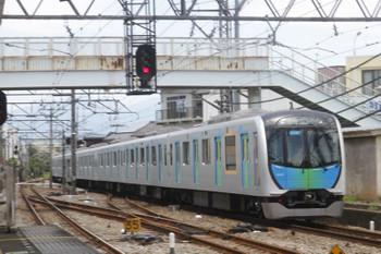 2017年6月19日 11時46分、仏子、通過する40101Fの上り回送列車。