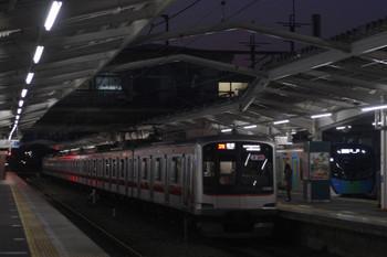 2017年3月29日、清瀬、東急5167Fの67152レ(左)と通過する506レ S-Train。