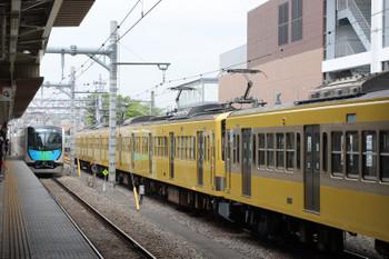 2018年4月14日 11時58分ころ、所沢、6番線で発車待ちの1249F+263Fと到着する40103Fの4125レ。