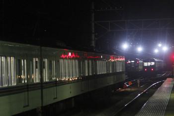 2016年12月3日 20時18分ころ、横瀬、池袋から回送されて電留線へ入る4015F+4017F。