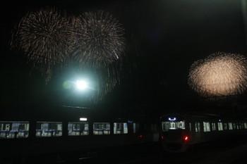 2016年12月3日 20時27分ころ、横瀬、通電状態で出番を待つ30000系・10000系と花火。