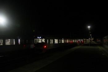 2016年12月3日 20時30分ころ、横瀬、到着した10105Fの下り特急(右)。