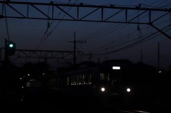 2018年4月29日 18時55分、元加治、通過する4009Fの上り列車。