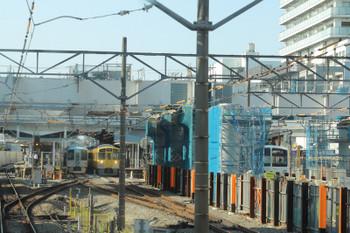2018年5月5日 7時50分ころ、東村山、駅に到着する上り列車の先頭から。5番ホームに4009Fの上り回送列車が停車中。