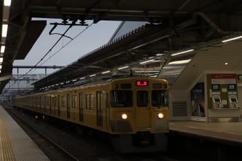 2018年6月10日 5時30分ころ、所沢、2番ホームを通過する2027Fの上り回送列車。