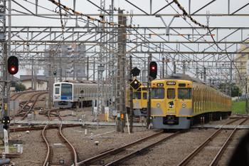 2018年6月17日、所沢、2007Fの5802レ(右)と電留線で留置中の2069F・6154F。