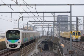 2018年6月24日、練馬、38110Fの下り回送列車(左)と2071Fの5205レ。