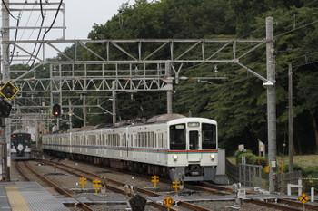 2017年7月9日 18時21分ころ、仏子、通過する4013F+4011Fの下り回送列車。