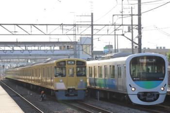 2018年7月1日、仏子、38103Fの1002レ(右)と中線で休憩の2069Fの下り回送列車。