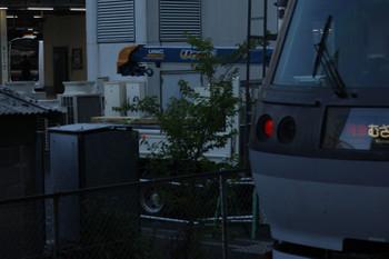 2018年7月9日、池袋、西武10110F(手前)とJR池袋駅へ到着した房総のE209系(左奥)。