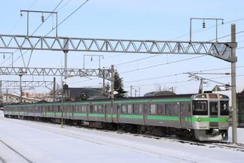 2017年12月10日 12時56分ころ、北広島、721系の新千歳空港ゆき快速列車。