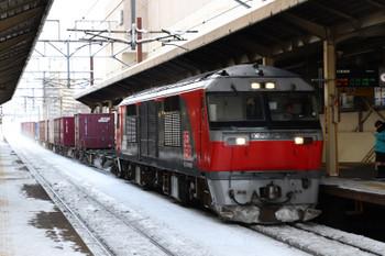 2017年12月10日 13時22分、新札幌、DF200-108牽引の札幌貨物ターミナル駅ゆきコンテナ貨物列車。