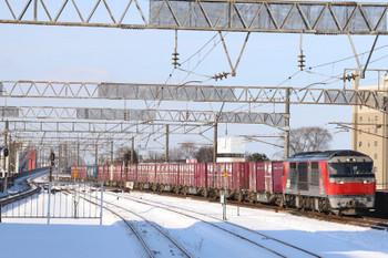 2017年12月10日 12時12分ころ、千歳、DF200-104牽引の苫小牧方面ゆきコンテナ貨物列車。