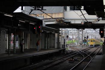 2018年7月16日 5時30分ころ、所沢、通過した2031Fの新宿線 上り回送列車と空いている電留線(E)。前夜の人身事故のダイヤ乱れの影響が大きかったようです。清瀬駅4番ホームの東急車8連夜間滞箔なしをどう手当したのか気になります。
