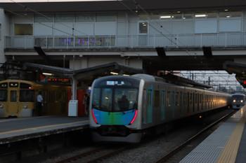 2018年7月22日、東伏見、左から2061Fの5165レと40105FのS-Train 601レと10000系の上り特急138レ。