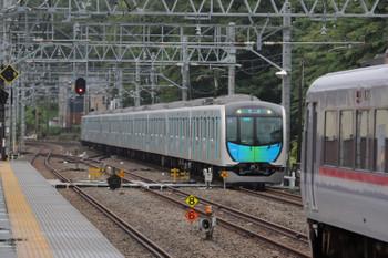 2018年7月28日 9時2分ころ、仏子、中線に止まる10107Fの下り回送列車の脇を40101Fの下り回送列車が通過。