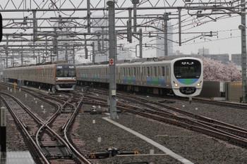 2018年4月8日、石神井公園、4番ホームへ到着する38111Fの5210レ。