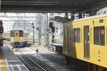 2018年9月9日 11時4分ころ、所沢、西所沢駅から4番ホームへ到着する2501Fの上り回送列車。
