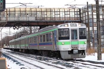 2017年12月11日 9時28分ころ、長都、珍しい721系3連の普通列車。先頭は料金必要の「ミューシート」車両と思いますが普通列車ならば無料でしょうか?