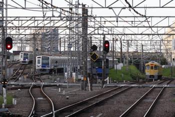 2018年8月15日 5時30分ころ、所沢、左から6116Fの池袋線・上り回送列車と電留線で就寝中の6108F・20153F、2027Fの新宿線・上り回送列車