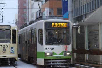 2017年12月12日 7時43分ころ、函館駅前、「増車」の札を掲げた駒場車庫前ゆき。