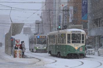 2017年12月12日 8時38分ころ、函館駅前、719が折り返し駒場車庫前ゆきとなって発車。