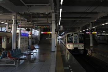 2018年8月26日、飯能、左から30103Fの2108レ・4013Fの5005レ・(<-飯能)4011F+4005Fの上り回送列車。