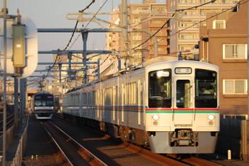 2018年8月26日、富士見台、4011F+4005Fの下り回送列車とメトロ10023Fの6313レ。