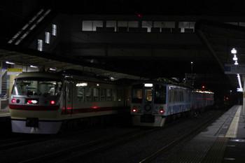 2018年9月3日 21時39分ころ、仏子、中線の4009Fの下り回送列車と通過する10105Fの41レ。