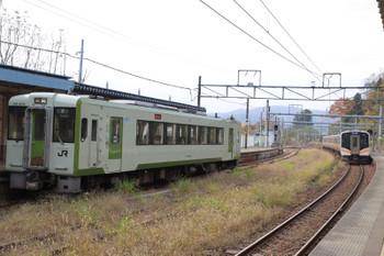 2018年11月12日、越後川口、キハ110-228の186Dと発車した長岡ゆき1735M。