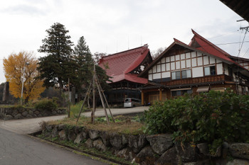 2018年11月12日、戸狩野沢温泉駅近くの「常盤山 真宗寺」。